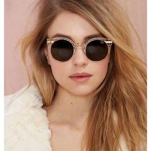 🆕️• Quay Australia Fleur Sunglasses •